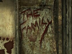 Napis THE FAMILY