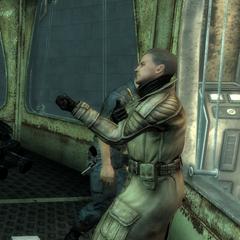Полковник Отем инъецирует собі невідома речовина, що допомагає йому пережити наслідки високої дози радіації