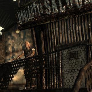 Моріарті на балконі перед салуном