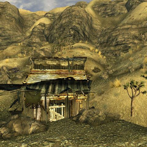 Будинок поруч із шахтою