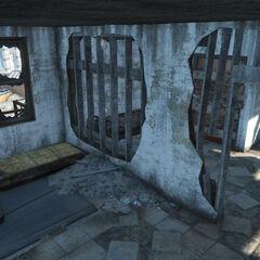 Спальня, де є в загальній складності 4 ліжка та спальні мішки доступних для відпочинку.