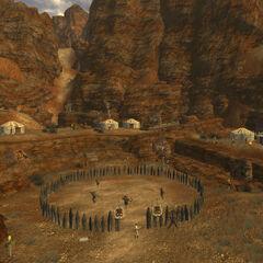 Вид на арену і поселення. Ліворуч видно крутий спуск, йде від Джейкобстауна