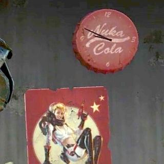 Плакат і годинник на стіні