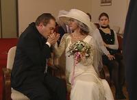 Monique trouwt