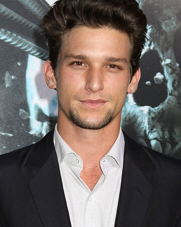 Daren Kagasoff Look Alike – Besides the secret life of the american teenager.