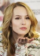Bridgit-mendler-photocall-hello-my-name-is-04