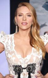 Rs 634x1024-140313201621-634.Scarlett-Johansson-Captain-America-Pregnant-Cleavage.ms.031314