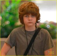 Nick-robinson-ty-simpkins-head-to-jurassic-world-set-hawaii-07