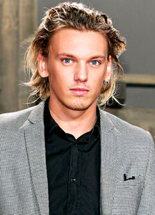 1375923197 130975004 jamie-campbell-bower-402