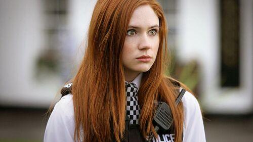Doctor-Who-Series-5-Eisode-1-karen-gillan-and-matt-smith-25537535-946-532