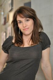 Amy Jo Johnson 3
