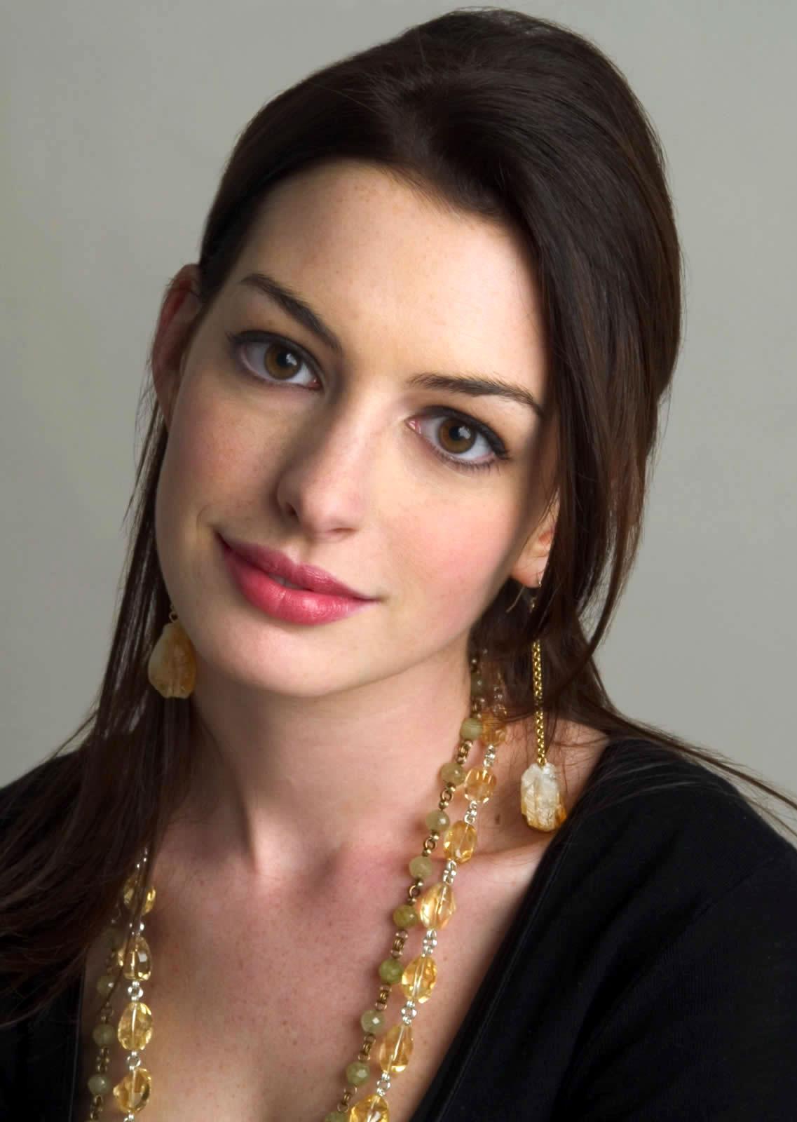 Image - Anne-Hathaway-... Anne Hathaway Wiki