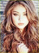 Sarah-Hyland-the-vampire-academy-blood-sisters-34721840-846-1146