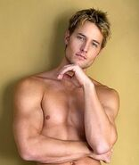 Justin-justin-hartley-34602388-338-400