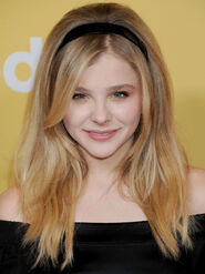 54ee765b2b0e8 - sev-chloe-grace-moretz-beauty-makeover-headband-s2