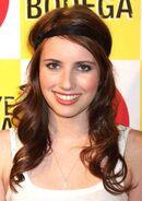 Emma-Roberts-Wavy-Thin-Hairstyles-with-Bandana