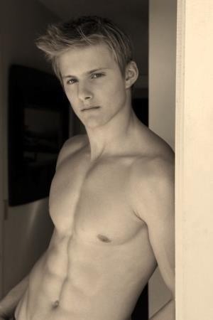 Alexander Richard ludwig's sexy six pack and chest taht gives u a bonner