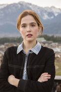 Zoey deutch before i fall