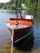 https://en.wikipedia.org/wiki/Motorboat#/media/File:1928_Chris_Craft_Cadet