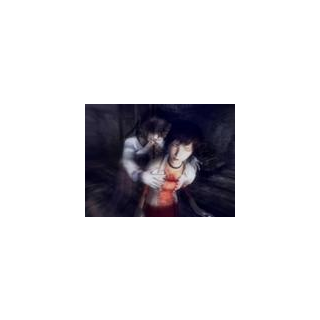 Miku es atacada por una de las Doncellas. Observe el Tatuaje rojo de Miku