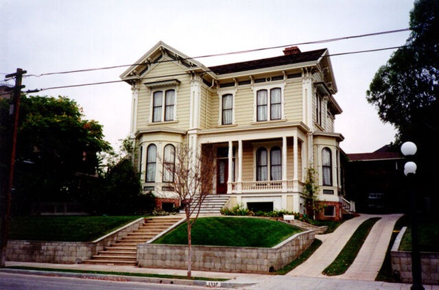 File:Phoebe and coops house.jpg