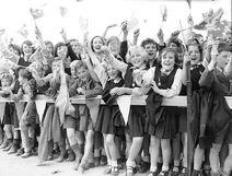 A1773 RV660 - Children Cheering 1954