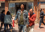 Fear-the-walking-dead-episode-215-travis-curtis-935