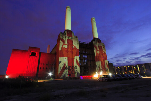 File:Robe-Rimmel-Battersea-Power-Station-rim151951035.jpg