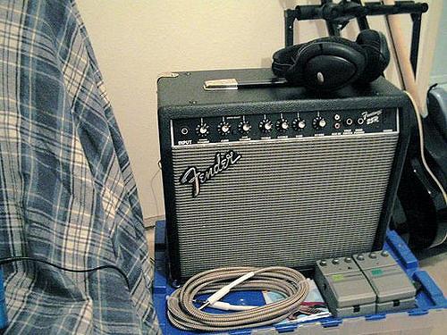 File:Fender frontman 25R.jpeg