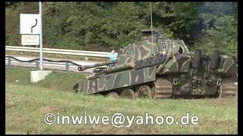 Kampf-Panzer Panther in voller Fahrt im Gelände Panther Tank WWII