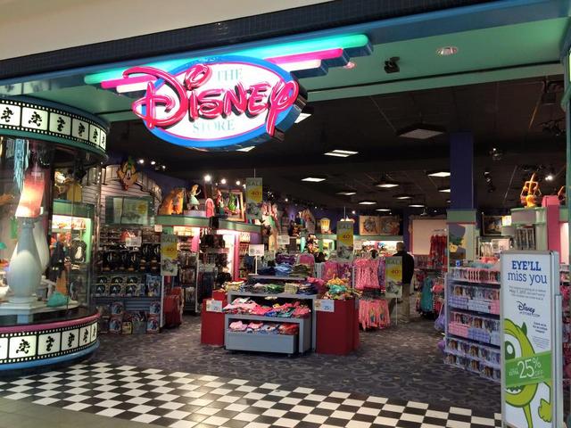 File:Pulaski, VA Disney Store closing 3.png