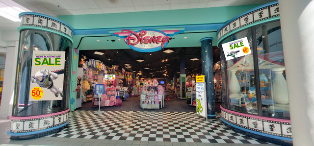 File:Parsippany Disney Store closing 2.png