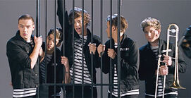 One-direction-kiss-you-video-14
