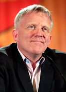 800px-Anthony Michael Hall by Gage Skidmore