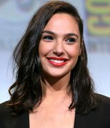 800px-Gal Gadot cropped lighting corrected 2b