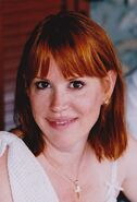 800px-Molly Ringwald in Greece (cropped)