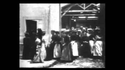La Sortie de l'Usine Lumière à Lyon (le Premier Film) (1895)