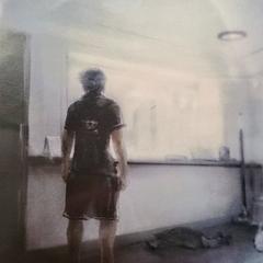 Ноктис в своей квартире в Инсомнии.