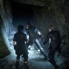 Noctis e o grupo entrando na Caverna.