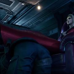 Скарлет использует солдата как подставку для ног.