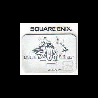 O logo de <i>20th Anniversary</i>. Ele aparece em todos os jogos da série <i>Final Fantasy</i> lançados em 2007, independentemente se eles estão no projeto ou não.