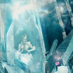 Sarah em um cristal crystal.