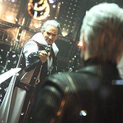 Idola ameaçando o rei Regis com uma pistola.