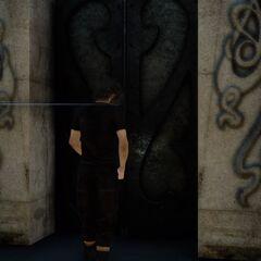 Ноктис отпирает усыпальницу.