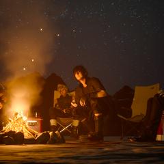 Ignis acampando com o grupo.