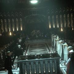 Os líderes de Niflheim (esquerda) e Lucis (direita) se encontram (E3 2013 trailer).