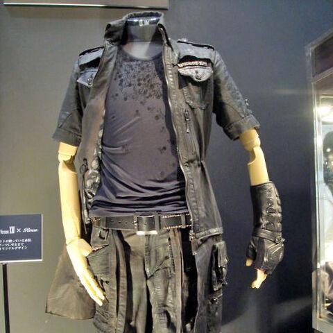 As roupas finalizadas de Noctis, projetadas por Hiromu Takahara.