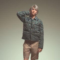 Hope com uma roupa da <i>Prada 2012 Men's Spring/Summer Collection</i>.