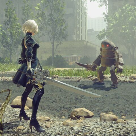 2B wielding the Engine Blade.