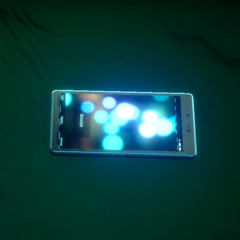 A smartphone in <i>Final Fantasy XV Episode Duscae</i>.